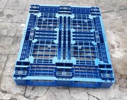 Pallet nhựa màu xanh TPHCM