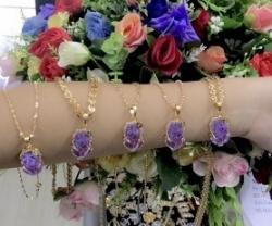 Cách chọn dây chuyền vàng phù hợp cho phụ nữ trung niên